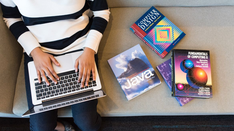 Učenje programiranja online ili u učionici?